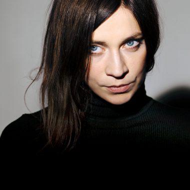 CLAUDIA EISINGER (© Jeanne Degraa)